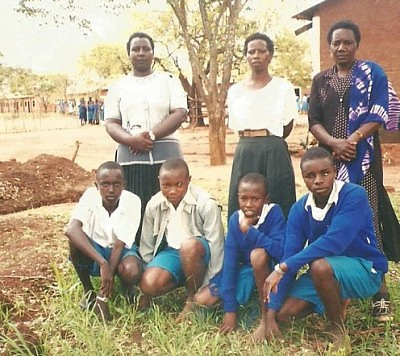 Peter Mumo (first row, first on left) in Kenya with primary school classmates and teachers.
