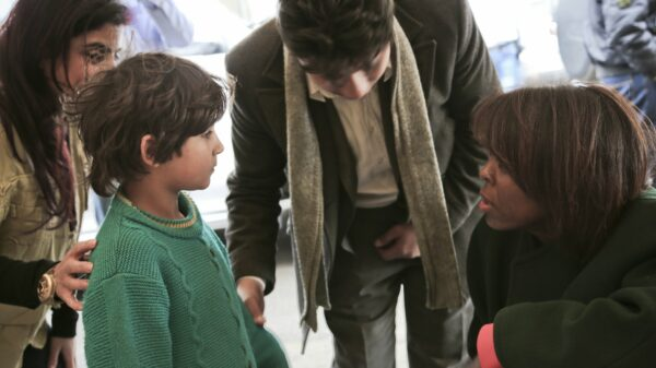 A Syrian child speaks with Ertharin Cousin