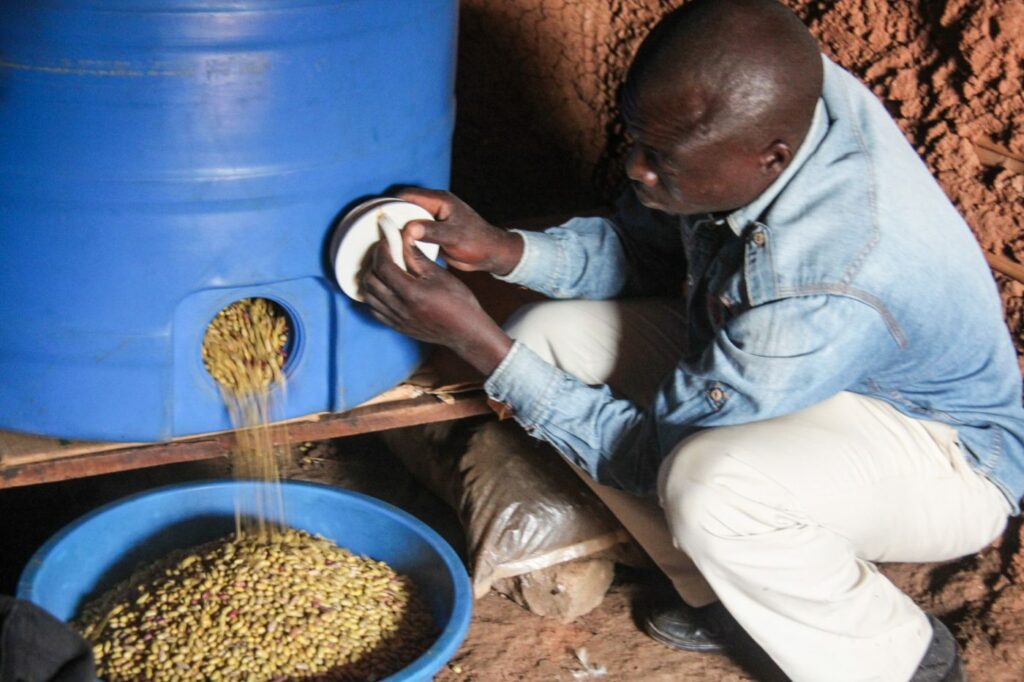 WFP Airtight Silos help farmers prevent food waste and save crops