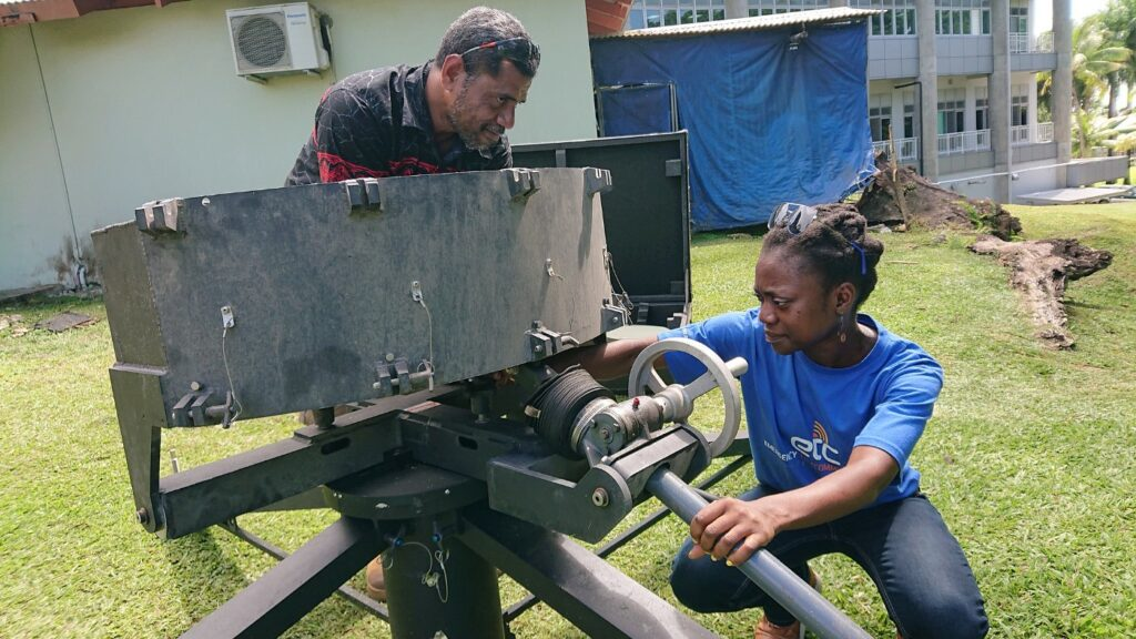 Hlekiwe Kachali, right, tests a quick-deployment satellite kit in Suva, Fiji, last November. Photo: WFP
