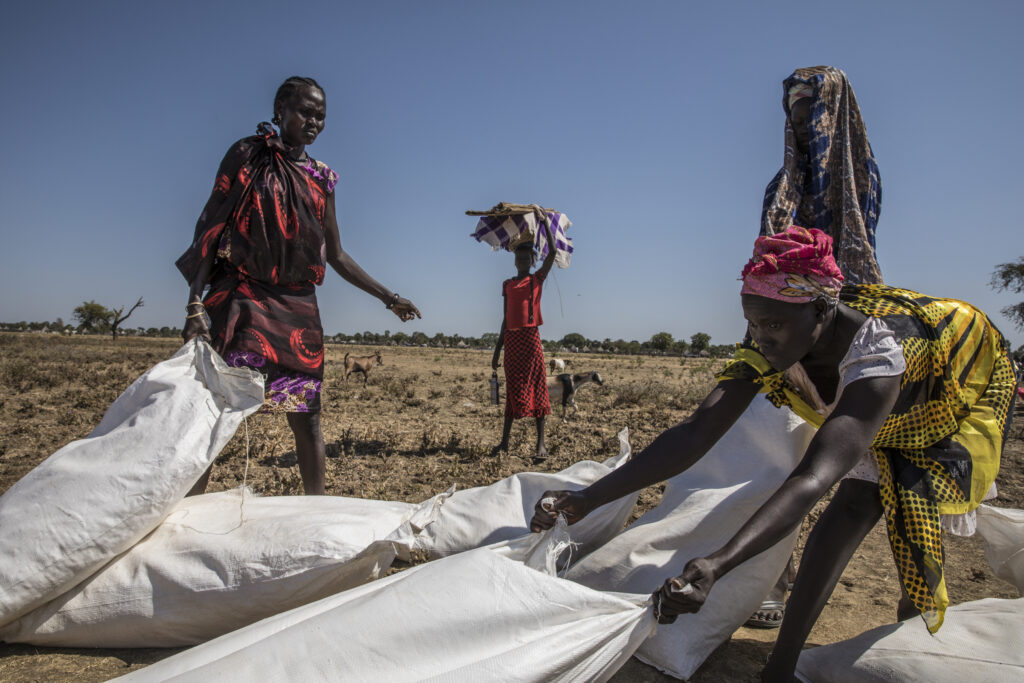 WFP provides food bags via airdrop in to stop famine South Sudan