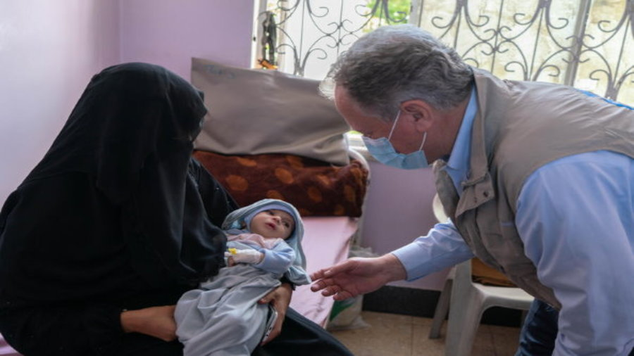 WFP Executive Director David Beasley speaks to mother and child in Yemen