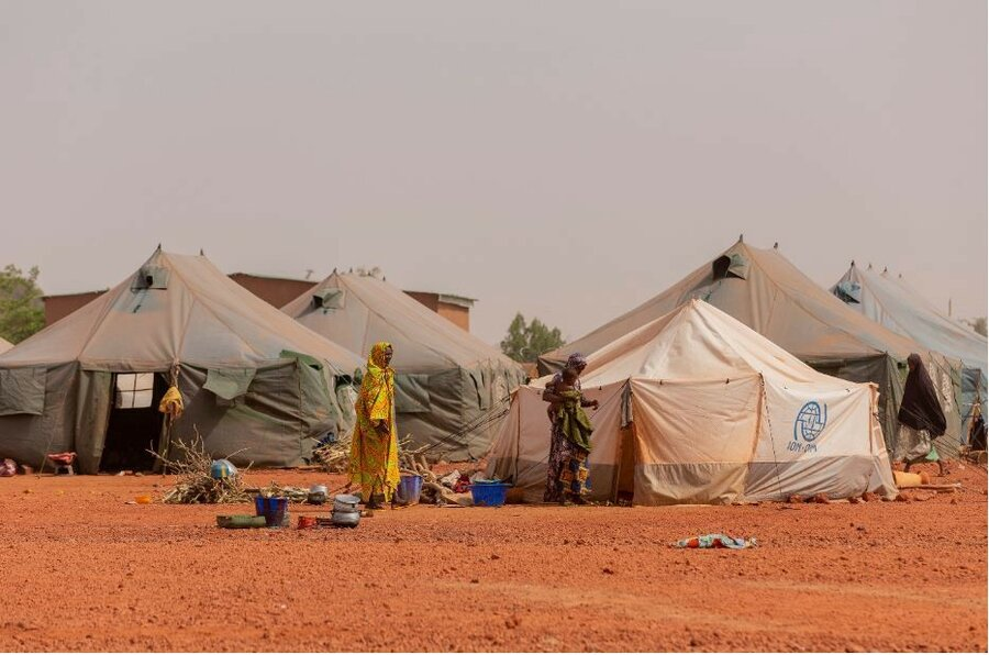 female IDPs in front of WFP tent