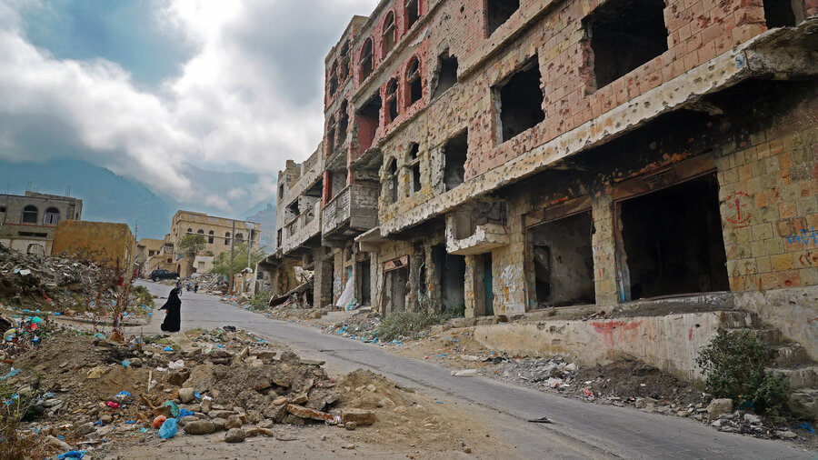 destroyed buildings in Yemen