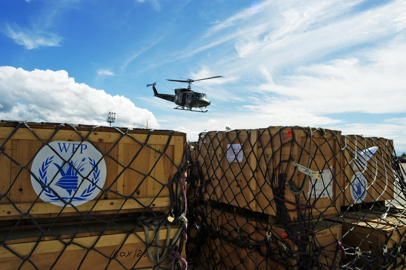 WFP Helicopter delivers food aid to Indonesia after tsunami