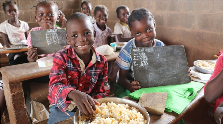 In C.A.R., children receive school meals from WFP