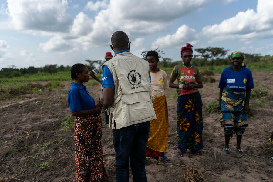 woman speaking with WFP staff in field